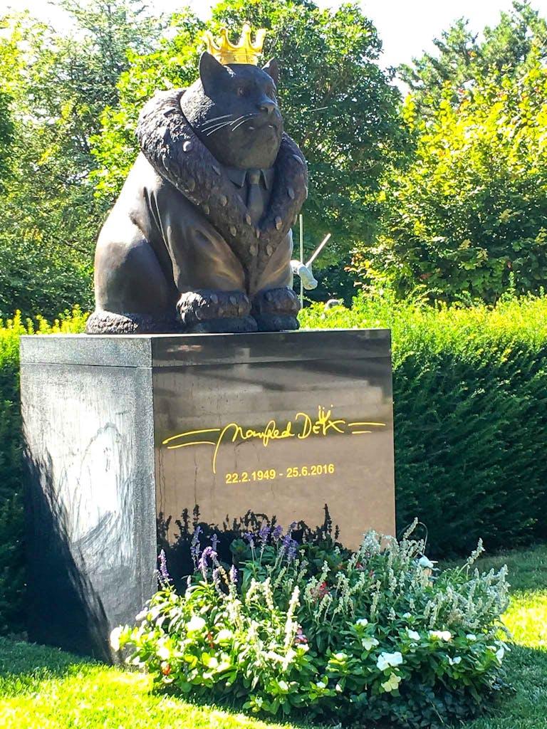 Zentralfriedhof Wien Grab Manfred Deix