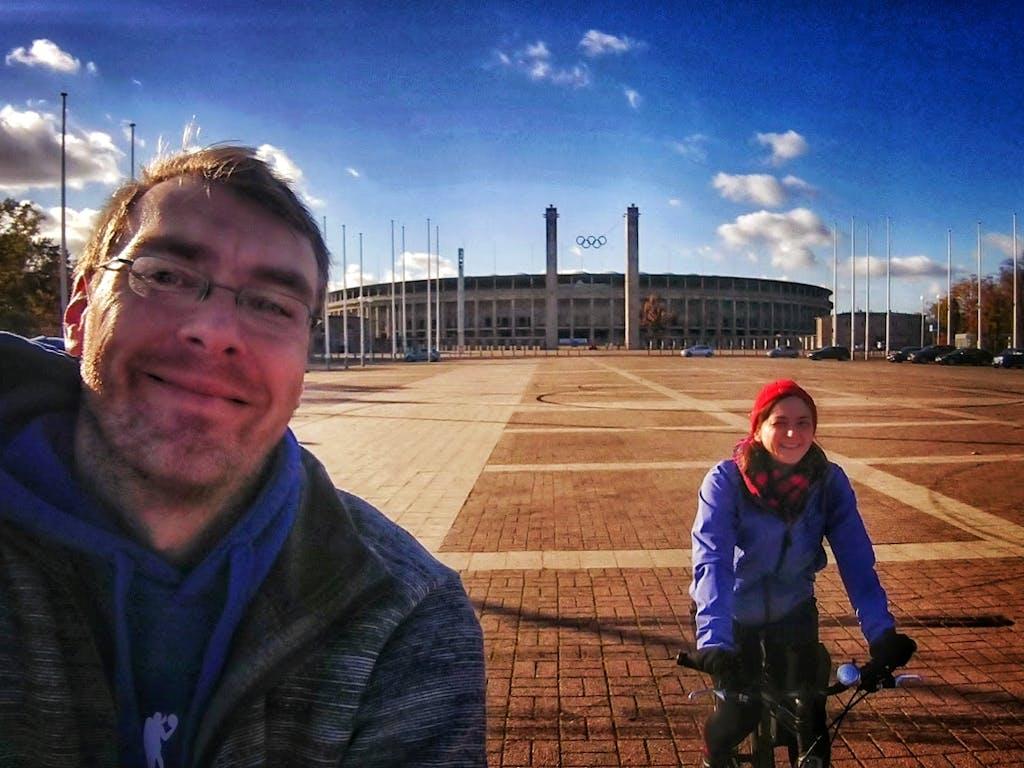 Am OIympiastadion wissen wir noch nicht was uns im Schanzenwald für ein Auf und Ab erwartet.