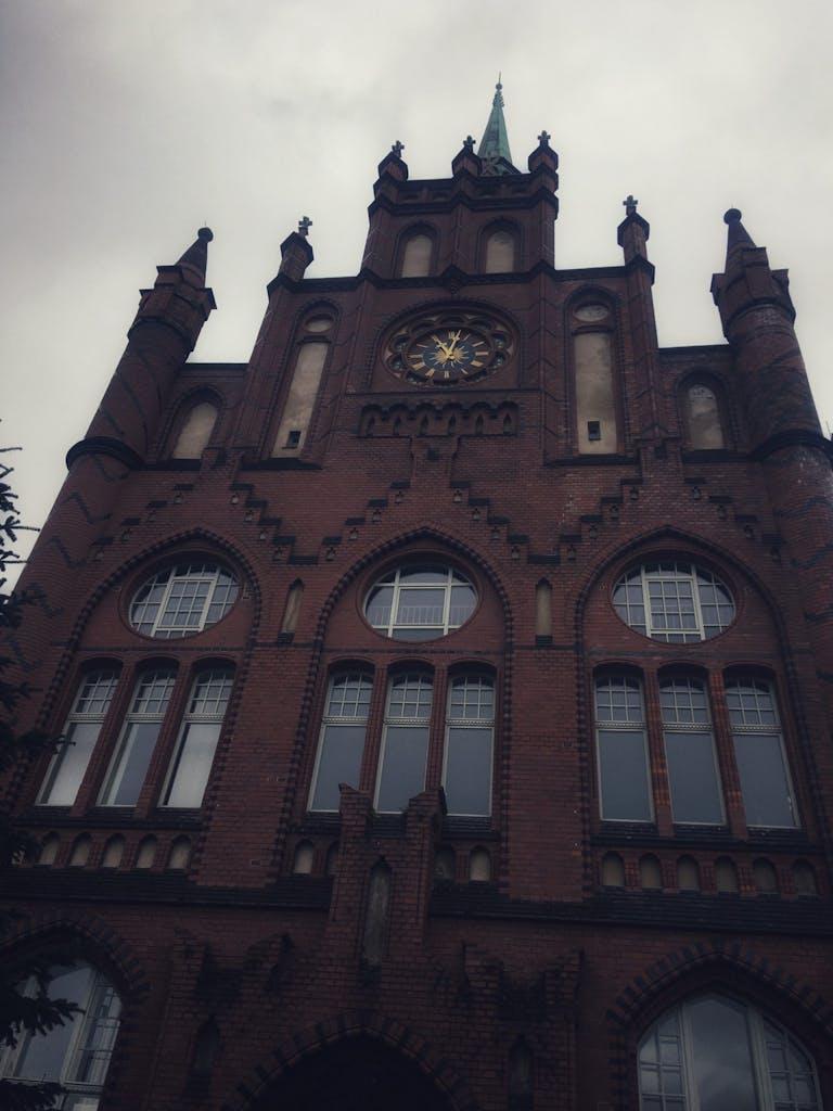 Als das imposante Lichtenberger Rathaus 1898 fertig war, war Lichtenberg mit fast 50.000 Einwohnern noch ein Dorf.