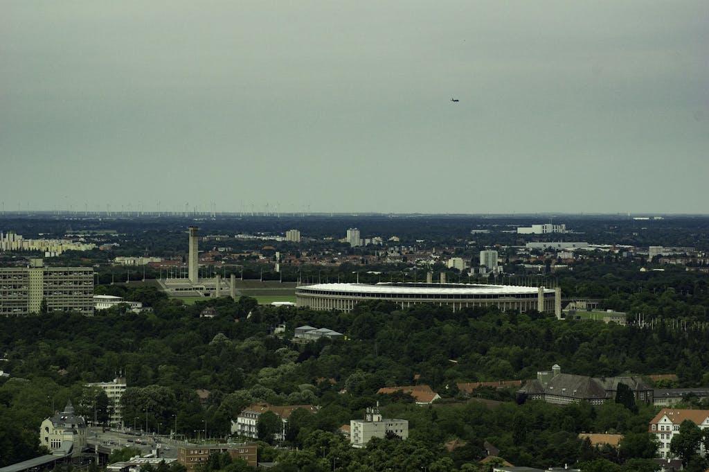 Berliner Olympiastadion mit Glockenturm