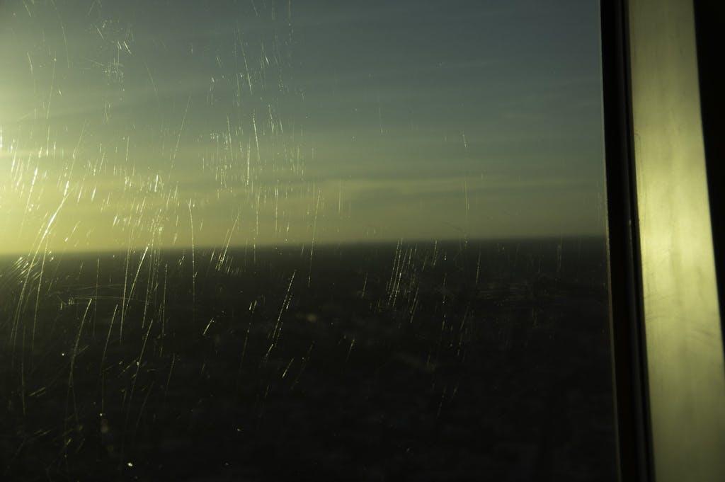 Wie man sieht, sind die Scheiben der Aussichtsplattform schon etwas zerkratzt.
