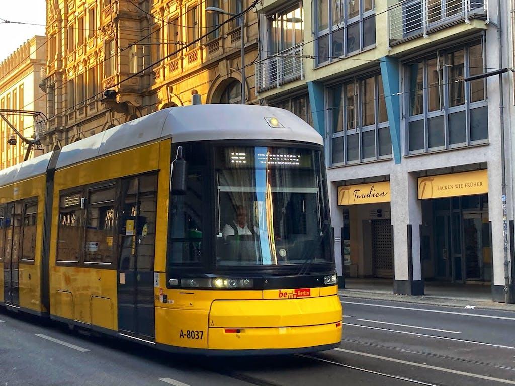 Tram in der Invalidenstraße