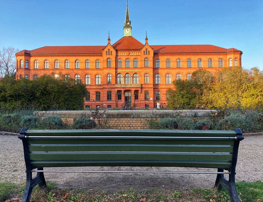 """Früher noch """"Irrenanstalt Herzberge"""" heute Königin-Elisabeth-Krankenhaus Herzberge"""