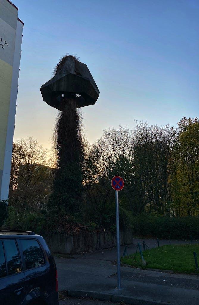 Das Richtkranz-Denkmal für die Großsiedlung Marzahn