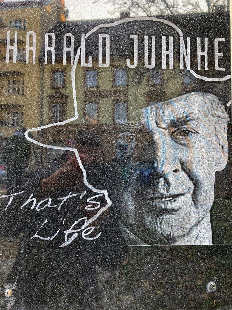 Denkmal für einen der berühmtesten Söhne des Weddings - Harald Juhnke