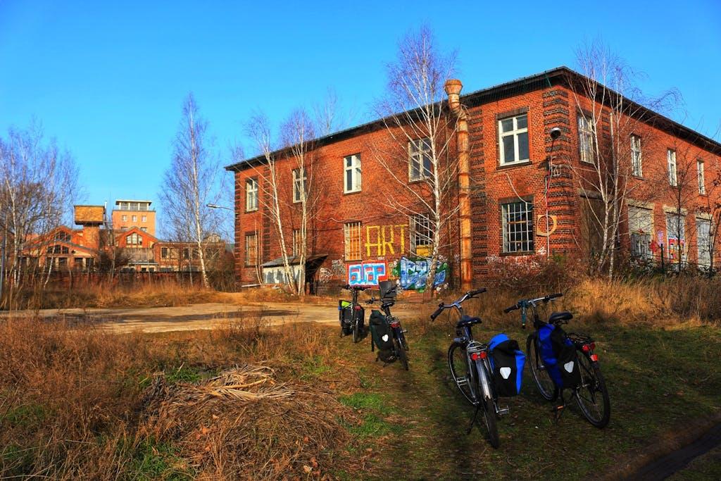 Räder im Hof der Kreativstadt Weißensee