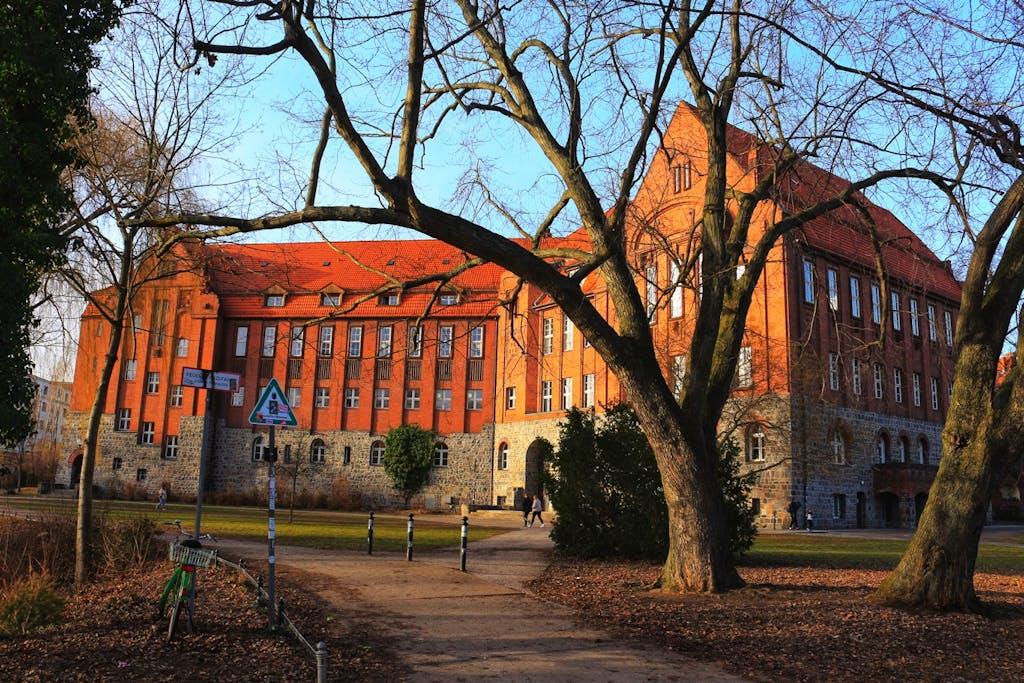 Primo-Levi-Gymnasium im bürgerlichen Munizipalviertel