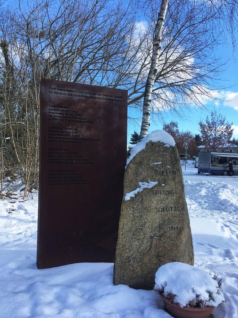 Gedenkstein für die Opfer der Teilung von 1999 im Todesstreifen in Kleinmachnow
