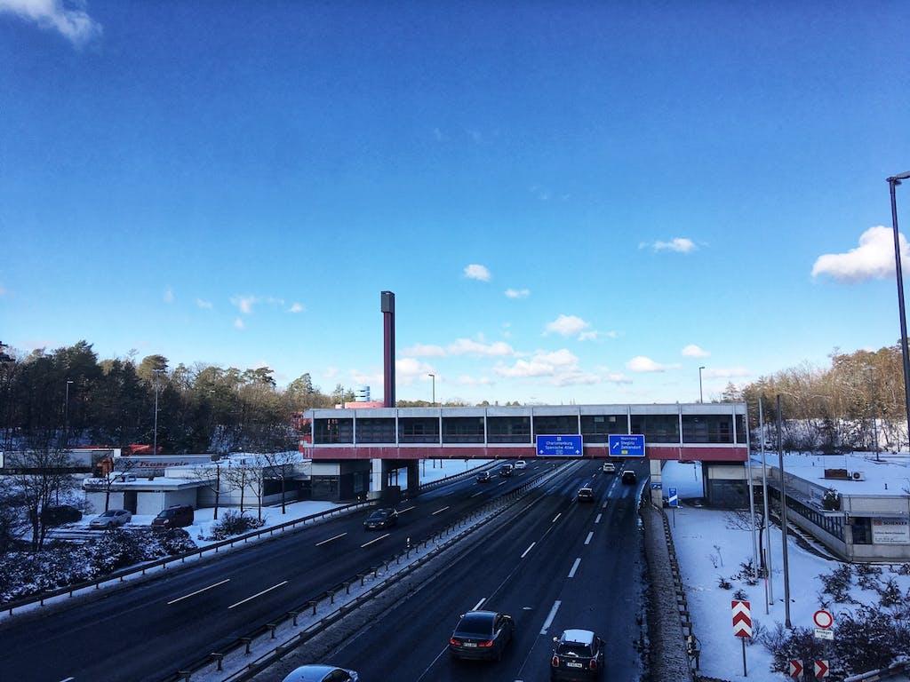 Ehemaliger Grenzübergang Dreilinden von der Königswegbrücke aus gesehen