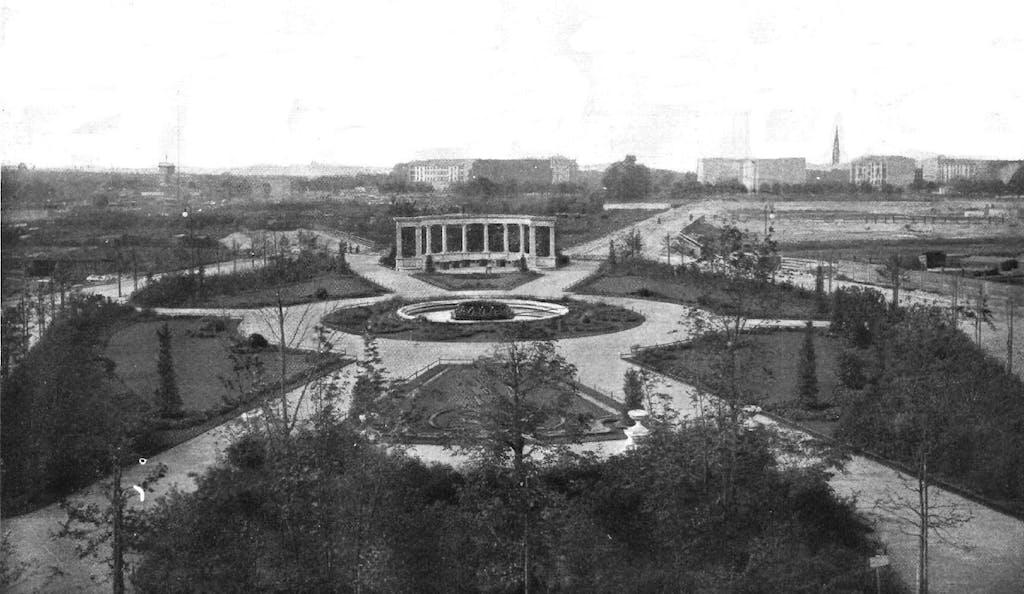 Viktoria-Luise-Platz nach der Fertigstellung um 1900