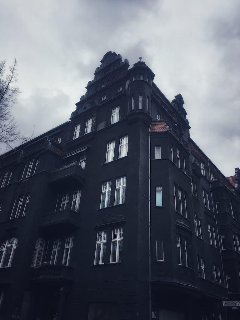 Düstere Fassade in Schöneberg
