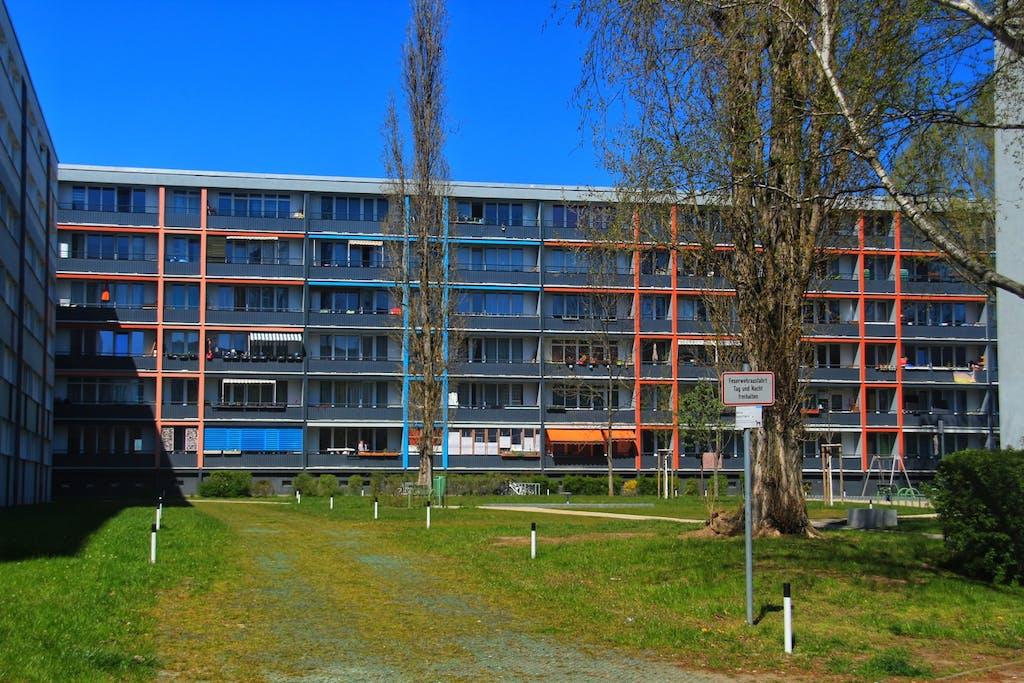 Plattenbauten der Howoge in der Anna-Ebermann-Siedlung