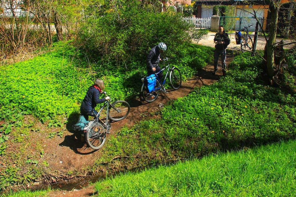 Graben auf der Radtour