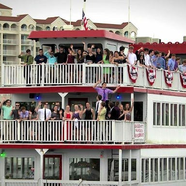 Large group enjoying a Barefoot Princess Cruise