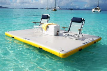 a boat that is swimming in the ocean