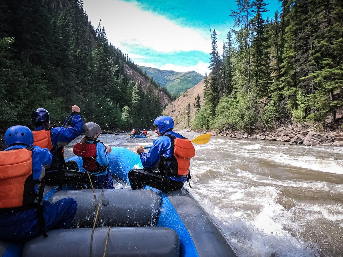 Family rafting Sulphur River Canyon