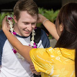 Honolulu airport shuttle roberts hawaii on arrival our friendly airport representative will meet you at baggage claim transfer includes 2 pieces of standard luggage and one carry on m4hsunfo