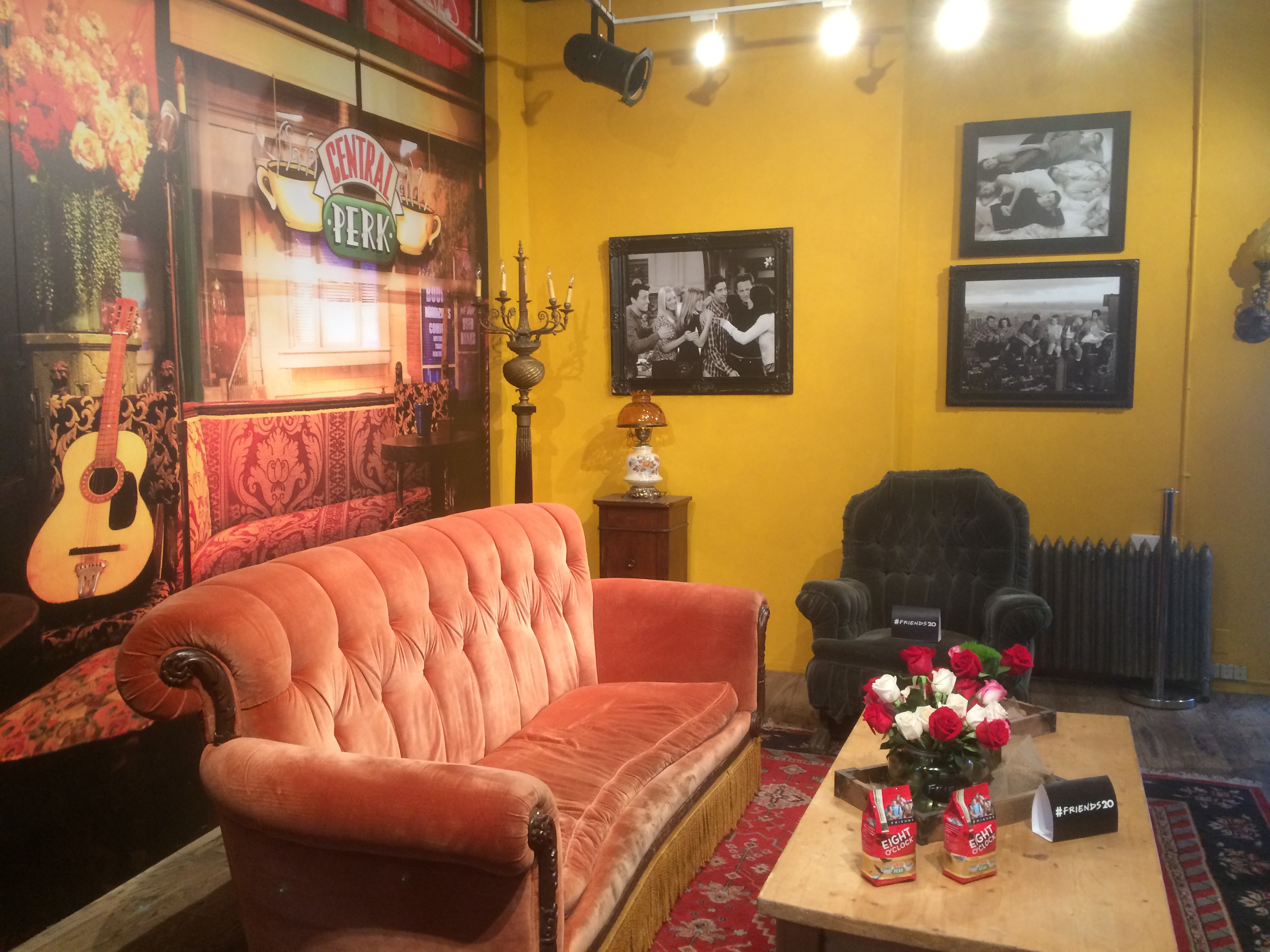 Review Central Perk Nyc Pop Up Shop On Location Tours