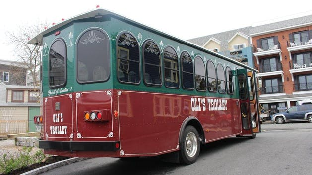 olis trolley in downtown bar harbor