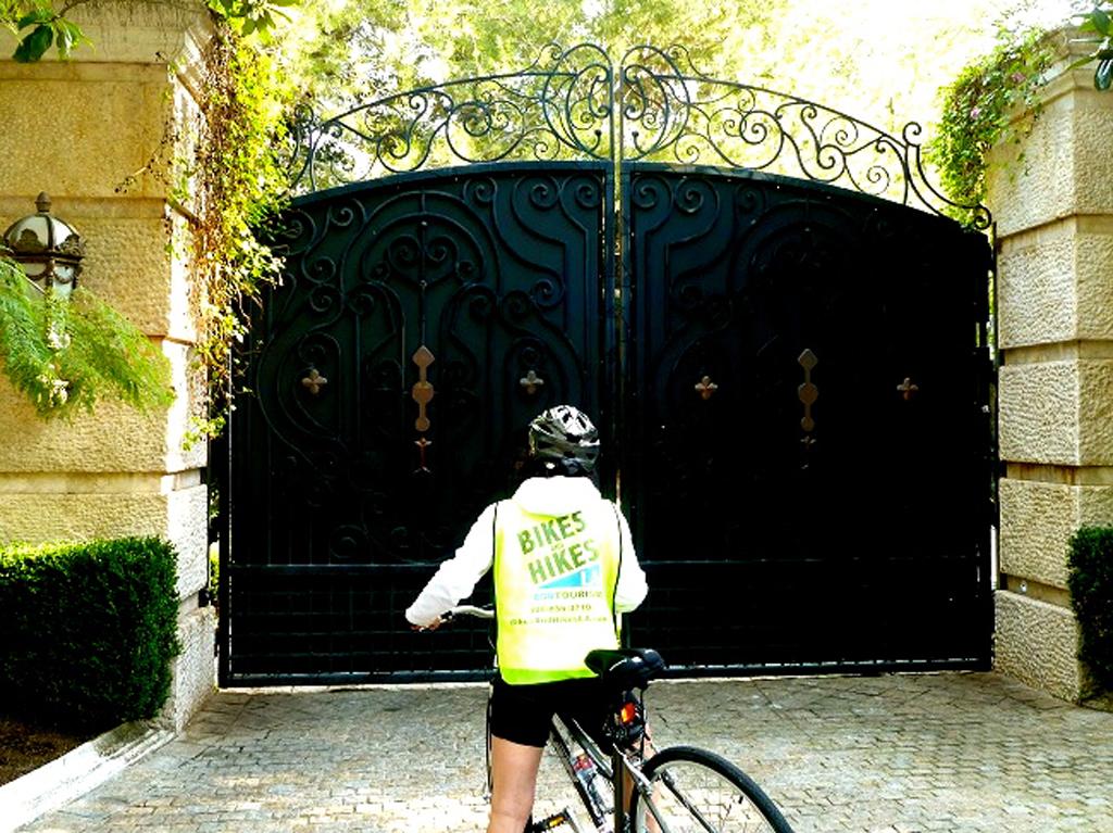 Movie Star Homes, Bike Tour, Bikes and Hikes LA, Hollywood tours